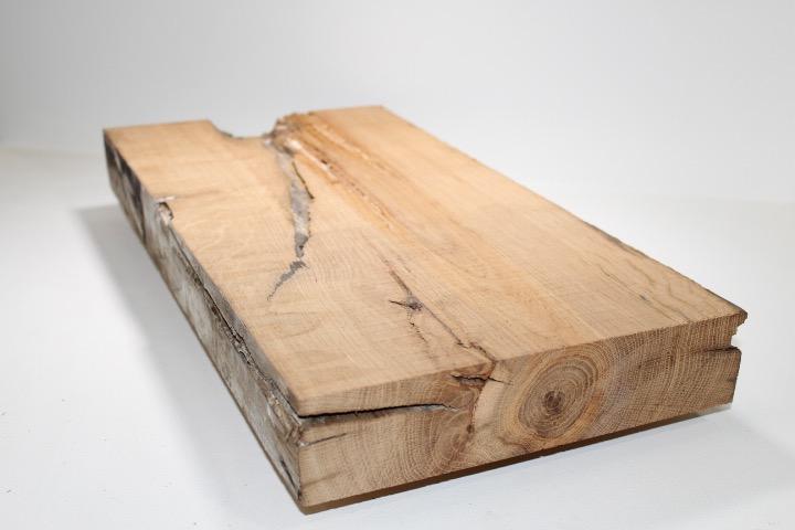 Oude eiken planken gezaagd uit balken